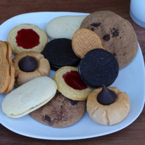 ASSORTED NAME BRAND COOKIES 760
