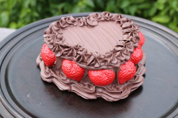 CHOCOLATE HEART CAKE 303