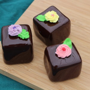 LARGE CHOCOLATE PETIT FOURS 260
