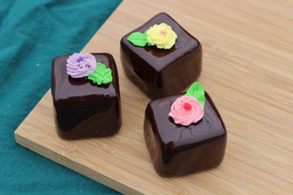 LARGE CHOCOLATE PETIT FOURS 260