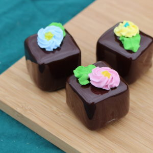 SMALL CHOCOLATE PETIT FOURS 261