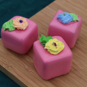 SMALL PINK PETIT FOURS 267