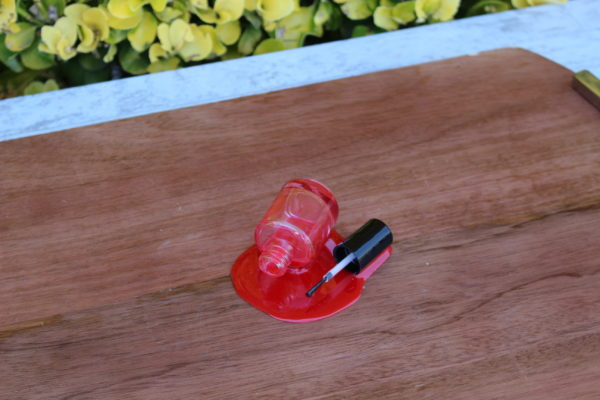 SPILLED NAIL POLISH RED 934R