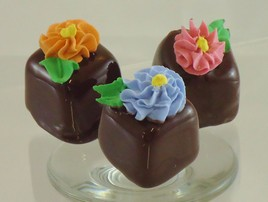 WnPCv Yggcl YLdXysml Chocolate Petit Four